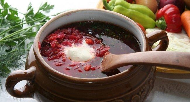 Свекольный суп с фасолью.